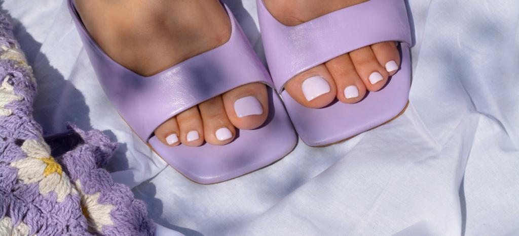 Giv en luksus pedicure behandling til fødderne